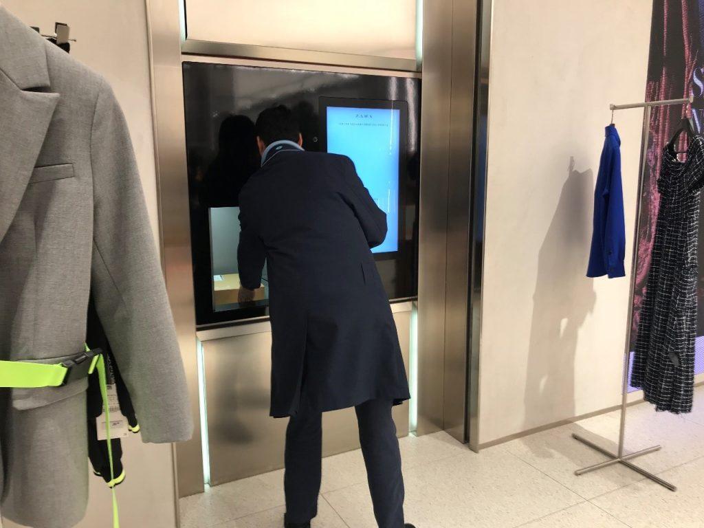 ZaraのClick & Collect注文商品の受取り機